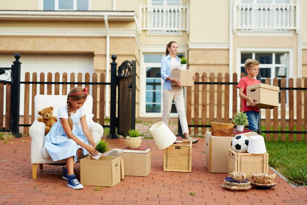 How to move household goods safely at a distance far from home?