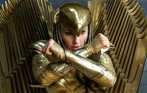 Why are People Bashing Gal Gadot Casting as Cleopatra?
